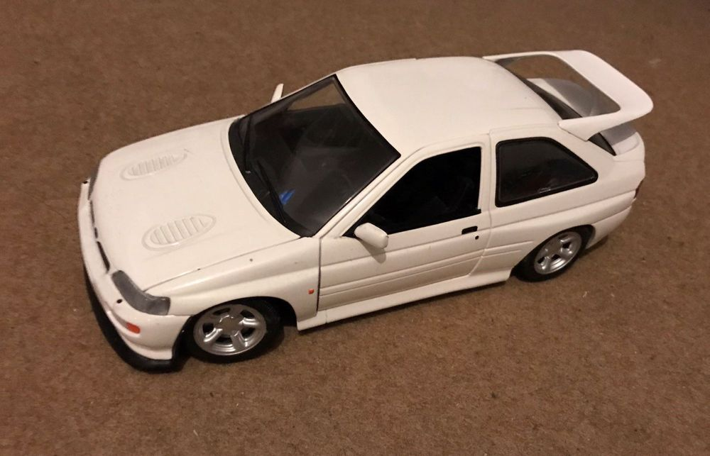 Ford Escort Cosworth 1:18 weiss