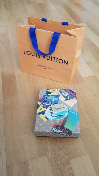 LOUIS VUITTON HOTEL POSTCARDS LABELS