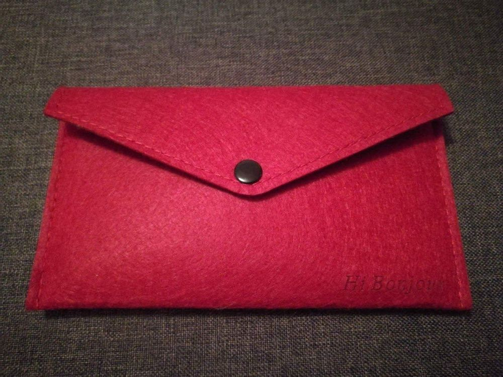 Rotes Etui Stoff Couvert