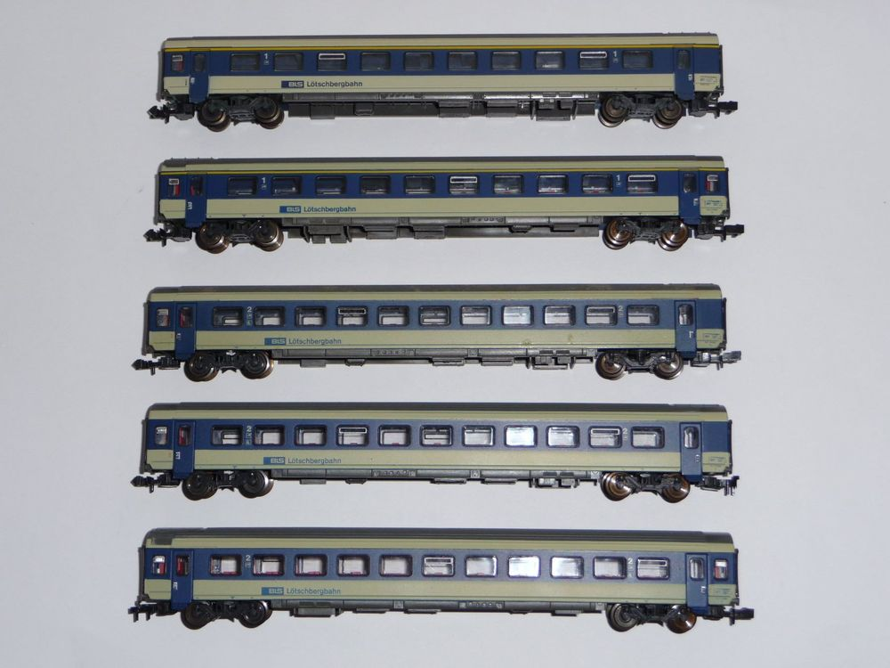 Roco 24277 / 24278 BLS Intercity 5 Wagen