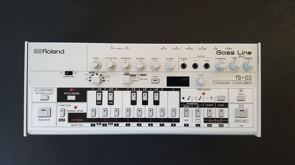 Roland TB 03 Boutique Bass Synthesizer