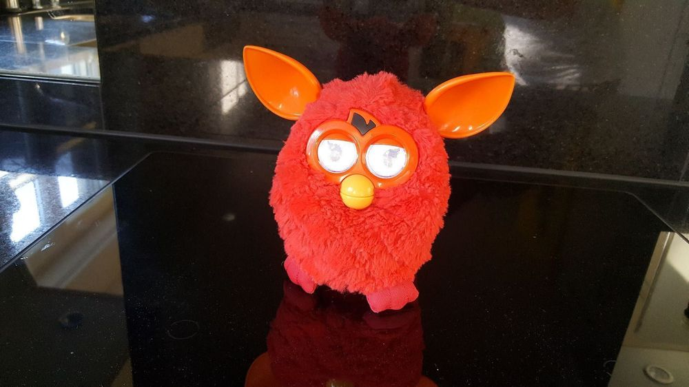 furby in rot