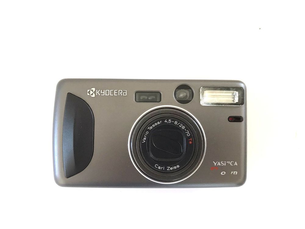 YASHICA T zoom /CARL ZEISS* Lens