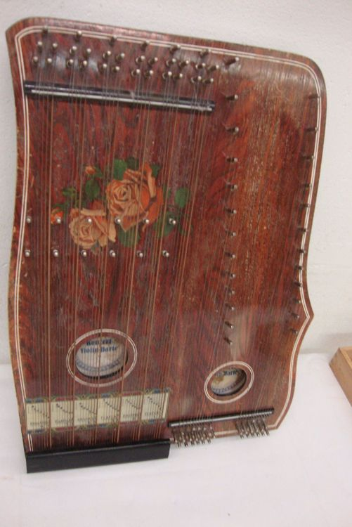 Zither mit Noten