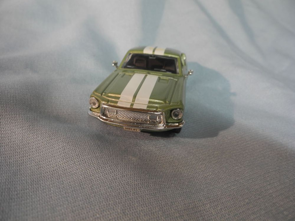 ROAD SIGNATURE  FORD SHELBY 500  1:43