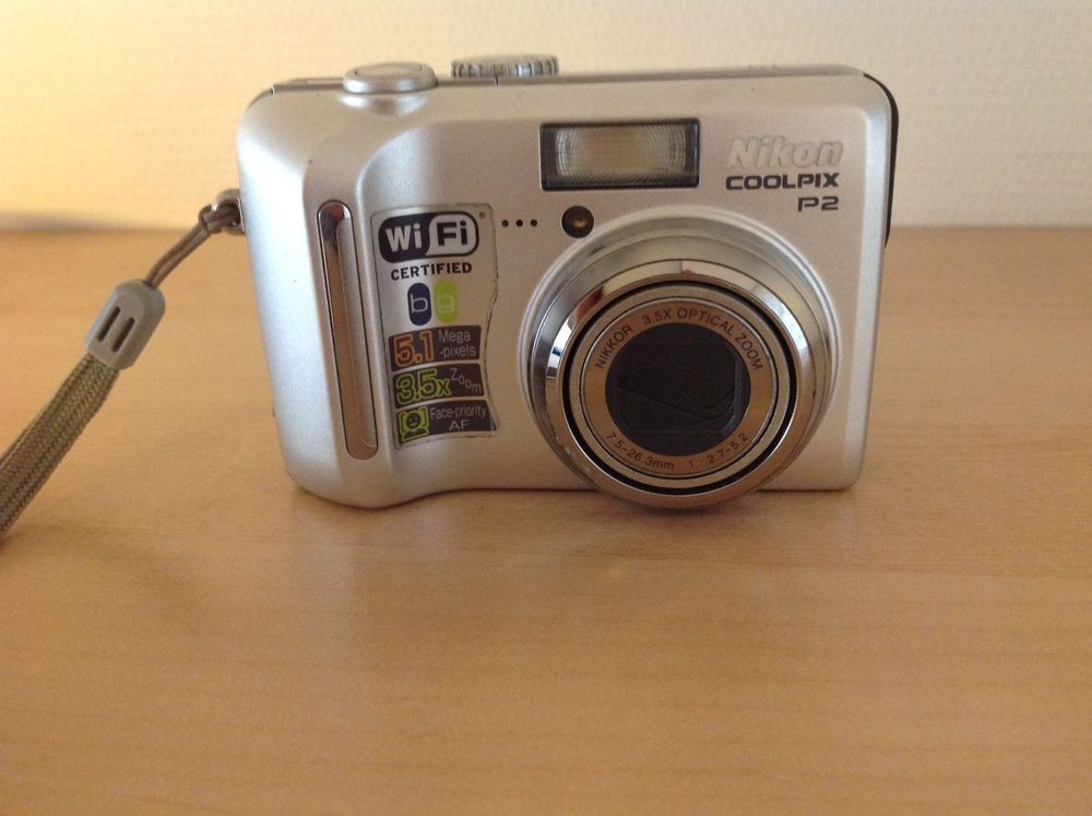 Pocket Camera Nikon Coolpix P2