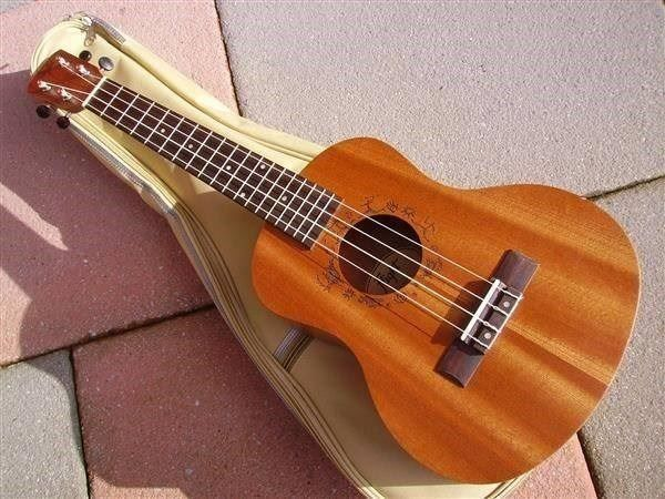 Tenor-Ukulele FLIGHT NUT310 mit Etui