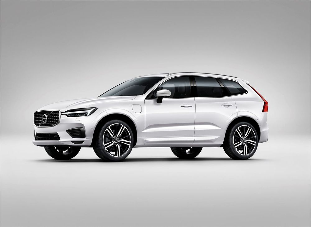 VOLVO XC60 NEW T8 AWD TWIN ENGINE Geartronic Inscription