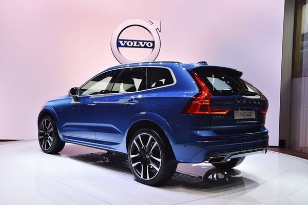 VOLVO XC60 NEW T6 AWD Geartronic R-Design