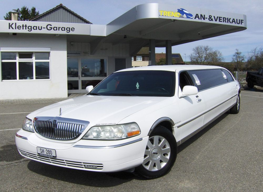 Lincoln Town Car 120 Inch Stretchlimo 9 Plätzer