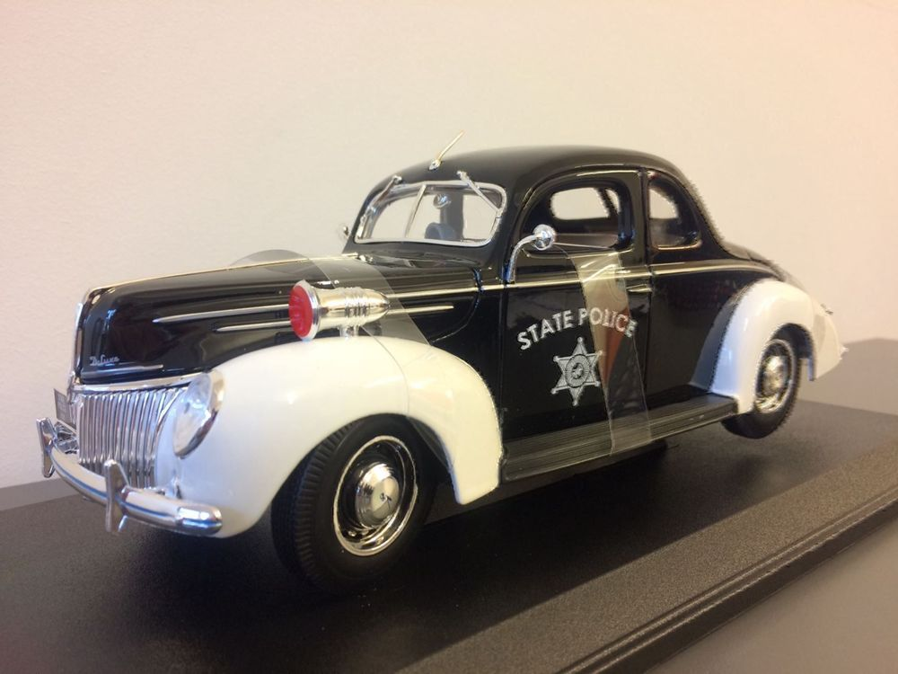 Ford Deluxe 1939 Police 1/18 NEU