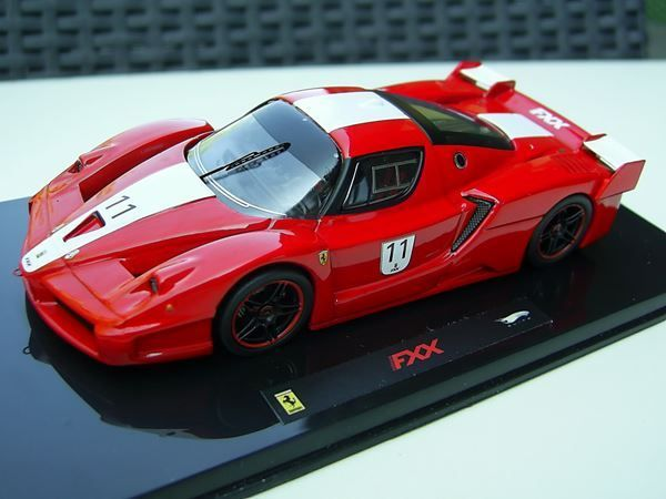 FERRARI FXX #11 1:43 Hot Wheels Elite