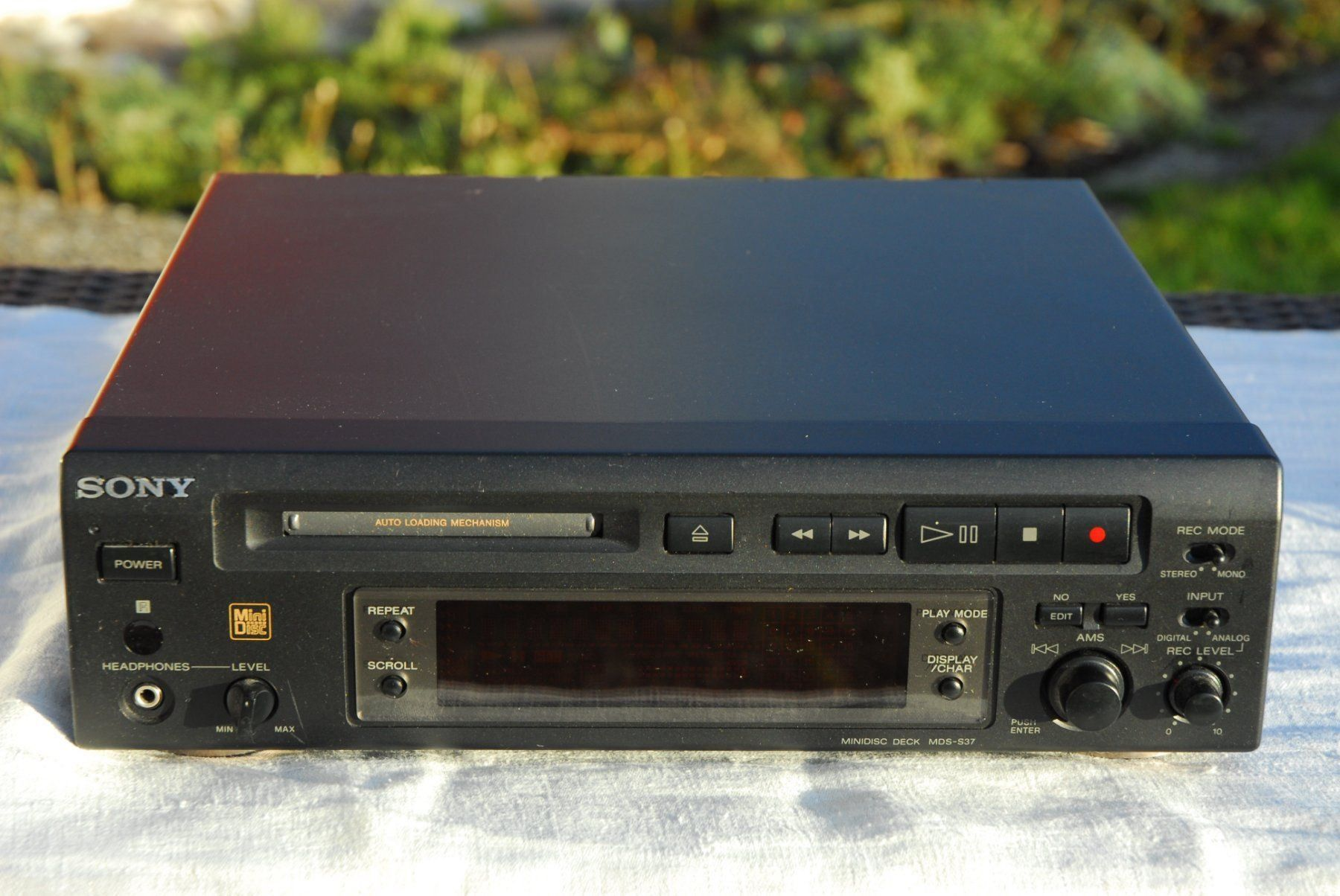 Sony Mini- Disc Player MDS S37 + MDs