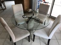 Table ronde + 4 chaises