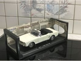 Ford Mustang Convertible 1964 weiss 1/18