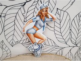 Emailschild MICHELIN Pin Up Girl Emaille