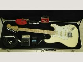 FENDER STRATOCASTER with accessories