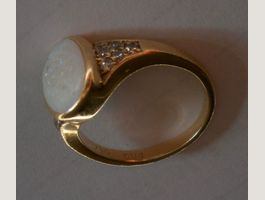 Gold Ring 750 weisser Opal 6 Brillanten