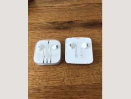 2x Apple Headsets
