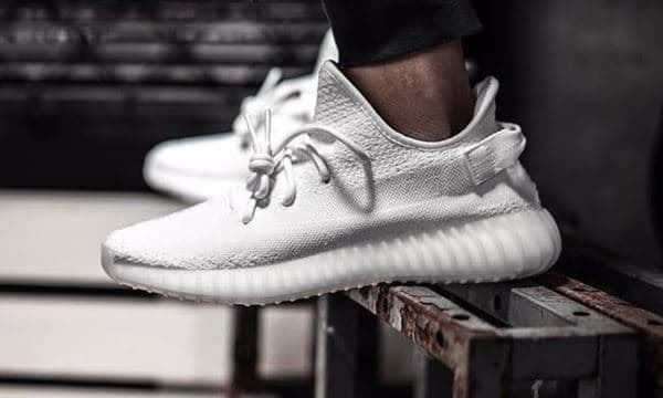 popular brand 100% authentic on feet images of ADIDAS YEEZY BOOST 350 V2 WHITE CREAM kaufen auf ricardo.ch