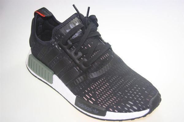 1a9463667a404 ADIDAS NMD R1 BASE GREEN CORE BLACK 43